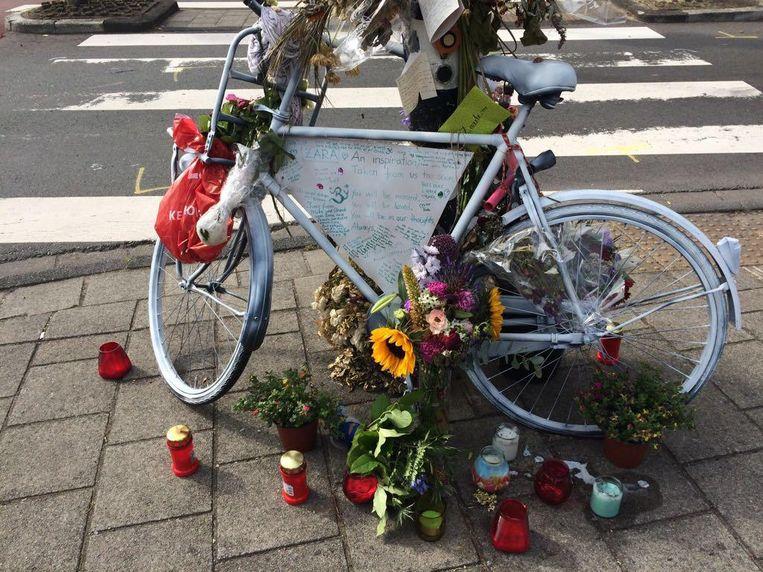 Herinneringsplek voor de verongelukte fietsster in Oost Beeld Marthe Damman