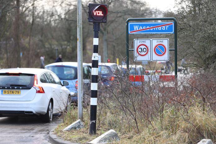 Parkeerplaatsen bij Meijendel vol.