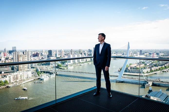 Paul Smits bovenop het World Port Center, de toren op de Wilhelminapier waar het Havenbedrijf Rotterdam kantoor houdt.