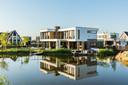 Via het zusterbedrijf van Knaap Bouwbedrijf, Knaap Maatwoningen B.V., worden er luxere villa's gebouwd, zoals hier in Rotterdam-Nesselande.