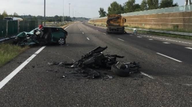 Spookrijder veroorzaakt zwaar ongeval A16: twee mannen (49 en 27) omgekomen