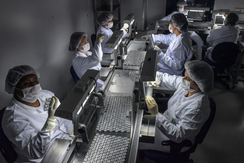 Productie van coronavaccins in São Paulo, Brazilië. Beeld AFP