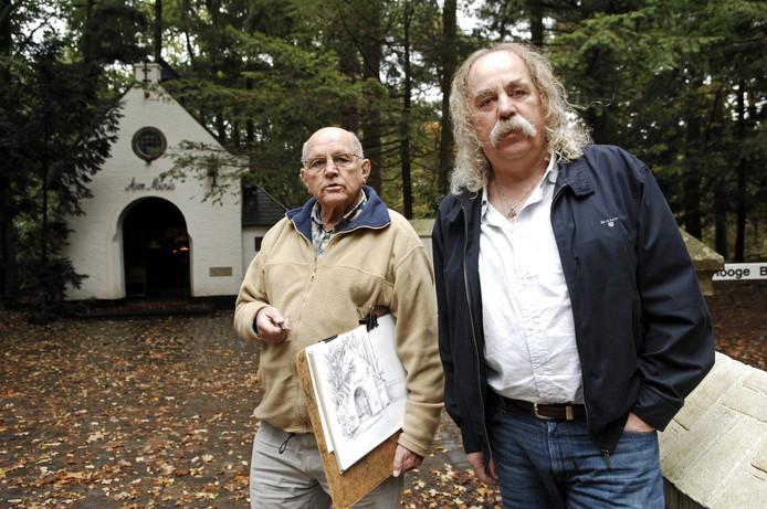 Samen met Aart van Woensel maakte Paul Spapens een tocht langs de Brabantse Mariakapellen.  Het leidde tot een boek: 'Huisjes van ons moeder'.