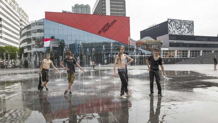 Het Spuiplein in Den Haag waar het cultuurpaleis moet komen.