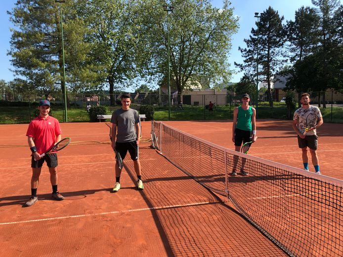 Met vlnr Lucas Soetemans tegen Robbe Witpas en Jeroen Vanavermaete tegen Tim Buvé stonden er al twee matchen bij de heren 6 op het menu.