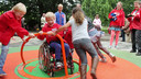 Uit onderzoek blijkt dat maar 1 op de 10 speelplaatsen in Nederland toegankelijk is voor alle kinderen, dus ook voor kinderen met een beperking.