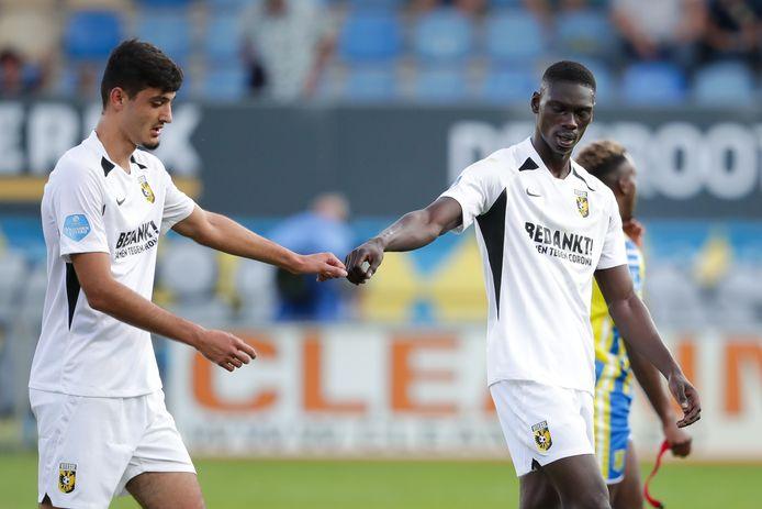 Armando Broja en Idrissa Touré deden in het geheime oefenduel mee bij Vitesse tegen FC Utrecht.