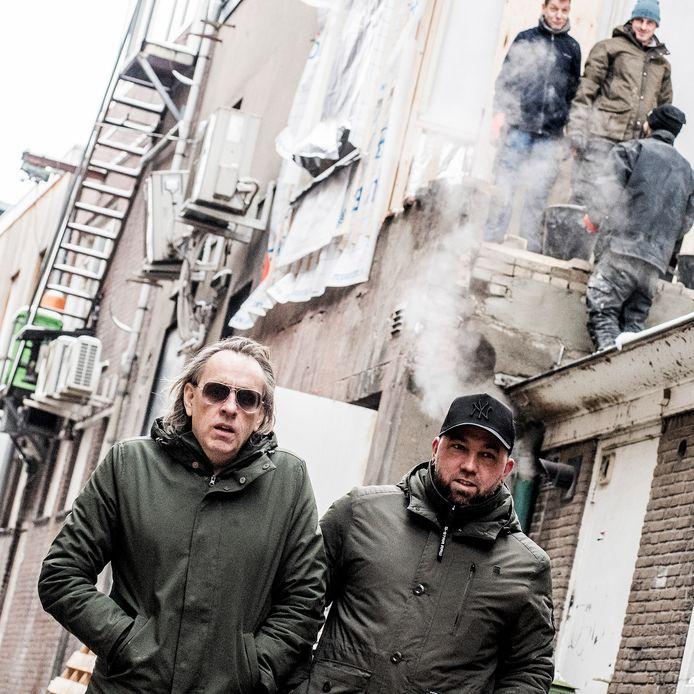 Marcel van Roosmalen en Theo Janssen (rechts), in de Molenstraat, net achter de Korenmarkt.