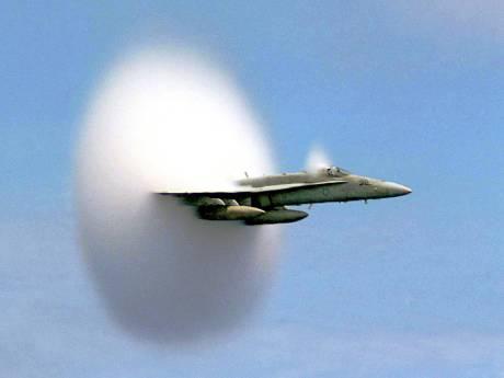 Vanmiddag mogelijk harde knal boven Rivierenland, straaljager door geluidsbarriére