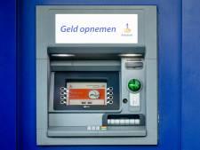 Man (79) raakt 800 euro kwijt na 'duwtje' bij pinautomaat in Wierden