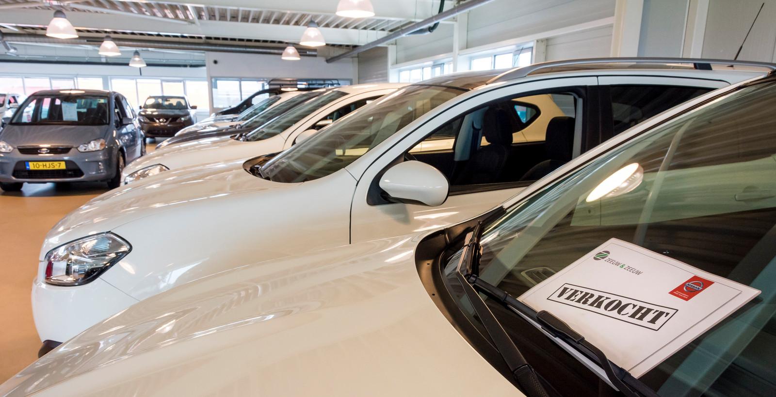 2016-08-19 14:13:17 WATERINGEN - Door de economische groei worden er steeds meer auto's verkocht. ANP XTRA LEX VAN LIESHOUT