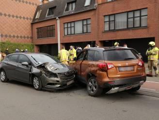 Bestuurder gewond bij aanrijding in Langhalsbeekstraat