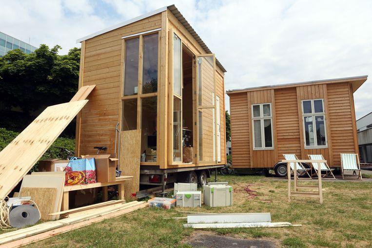De bouw van een tiny house in Berlijn.  Beeld AFP