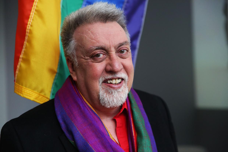 Gilbert, in 2016, voor het Moma-museum met zijn vlag. Beeld Getty Images