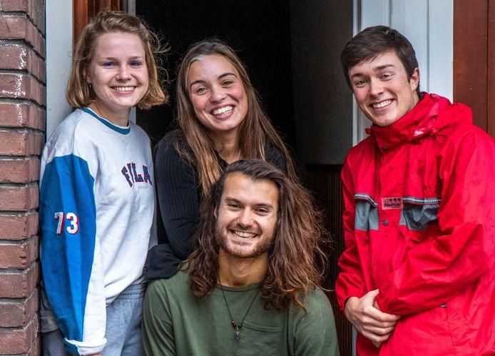 Alette (23), Meike (20), Joep (25) en Jip(23) hebben net twee weken in quarantaine gezeten vanwege een corona-uitbraak in het studentenhuis waar ze wonen.