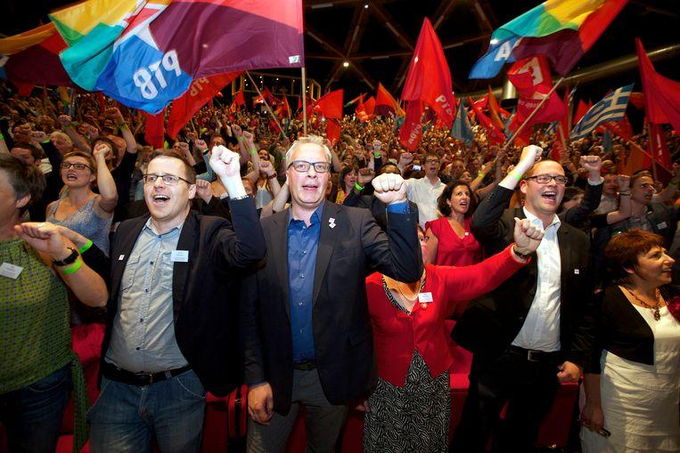 Peter Mertens (centraal) en zijn PVDA  zijn in België de kampioen van de crowdfunding. Beeld BELGA