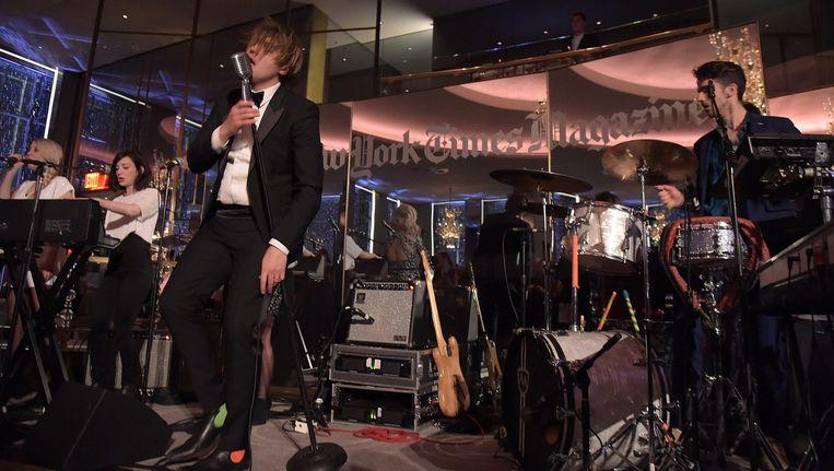 Win Butler met band Arcade Fire op voor de herlancering van The New York Times Magazine vorige week.