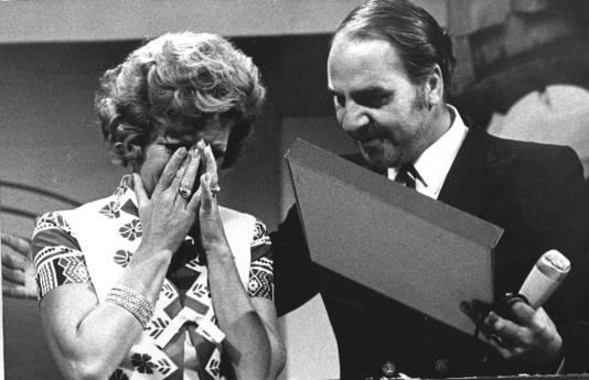 Mieke Telkamp ontving in 1971 uit handen van Willem Duys een gouden plaat voor het nummer Waarheen, waarvoor tijdens de opnamen voor het programma 'Op losse groeven'.