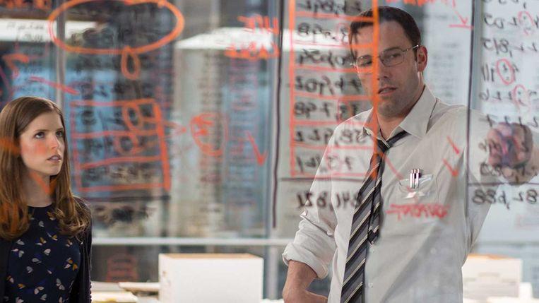 Anna Kendrick en Ben Affleck in The Accountant van Gavin O'Connor. Beeld