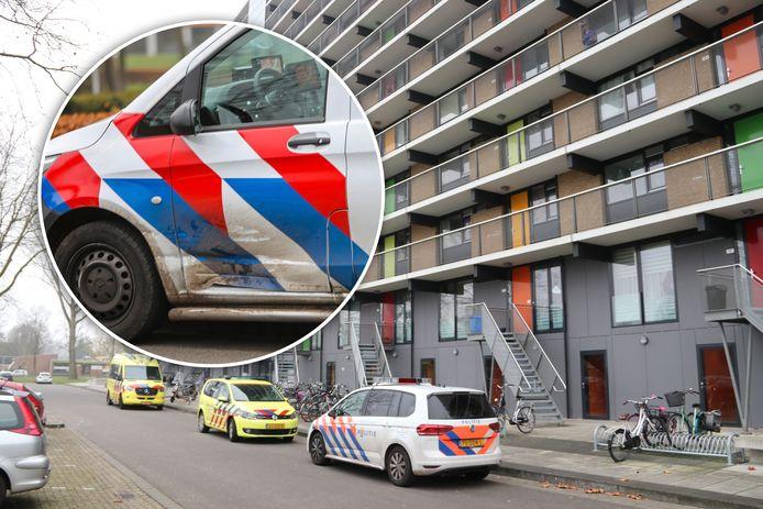 De politiebus werd vol in de linkerdeur geramd op weg naar de Gentiaanstraat.