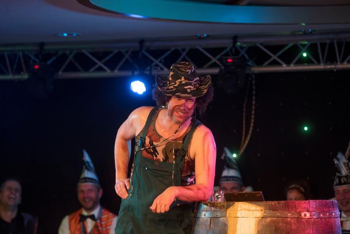 Optreden van Rob Scheepers tijdens Bonte avond van de Keijepoal in Someren-Heide