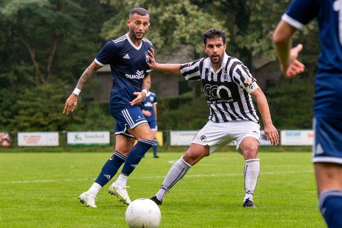 Faysal Shayesteh (links) scoorde namens DUNO de 2-0 tegen Achilles'29.
