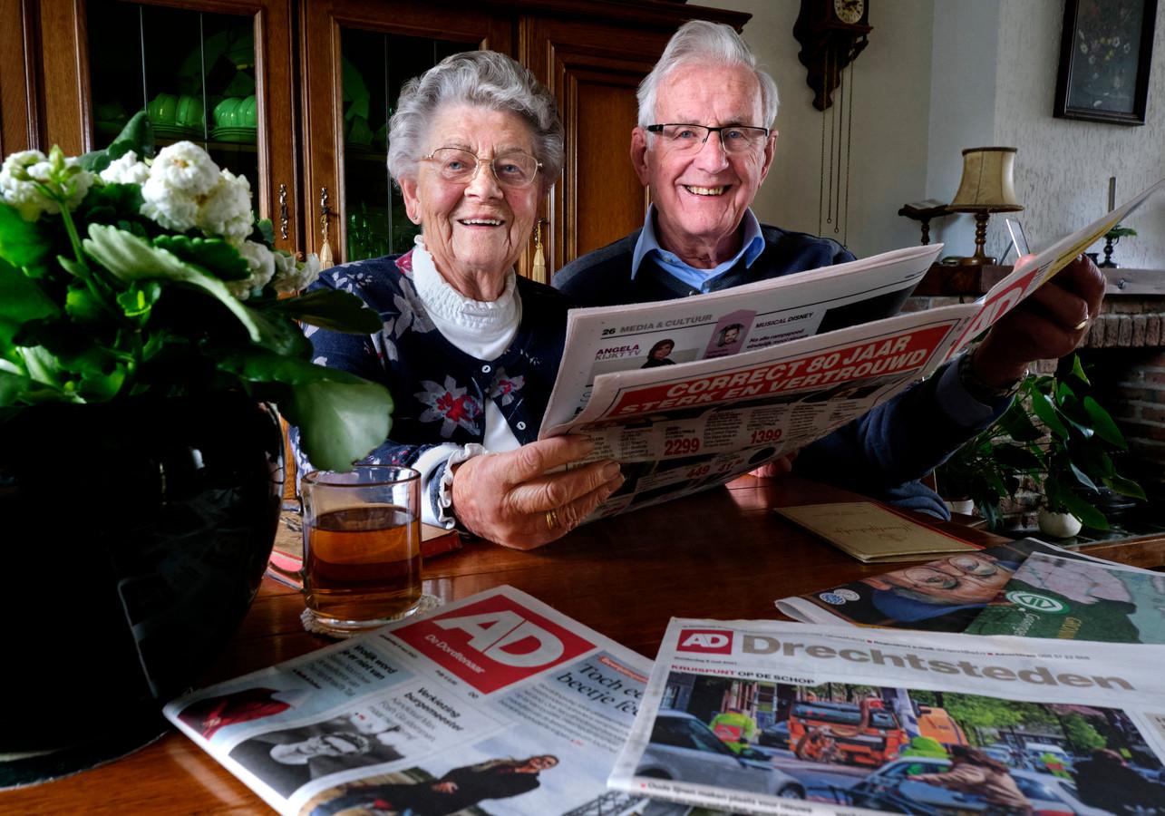 Piet en Alie van Hofwegen zijn bijna 65 jaar getrouwd en lezen al die jaren AD de Dordtenaar.