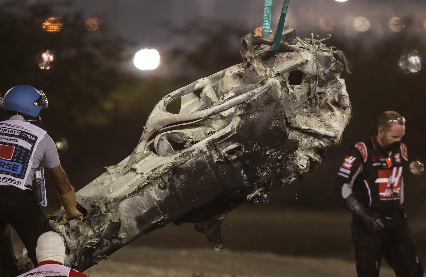 De wagen van Grosjean ná de crash.