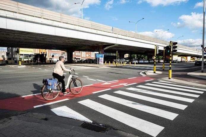 Het kruispunt tussen de Boomsesteenweg en de Koornbloemstraat in Wilrijk.