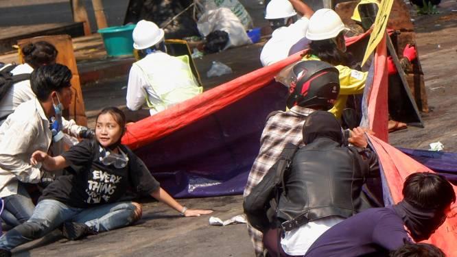 Leger Myanmar schendt graf doodgeschoten verzetsheld Angel (19)