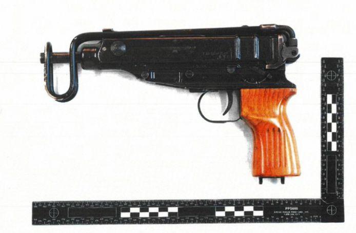 De politie vond in de kofferbak een Scorpion, een automatisch vuurwapen.