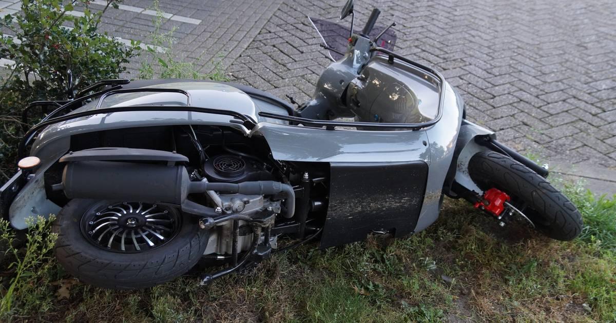 Scooterrijder raakt gewond bij botsing met auto in Vlijmen.