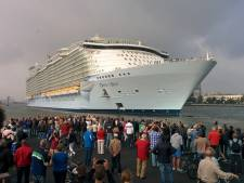 Grootste cruiseschip trekt veel bekijks in Rotterdam