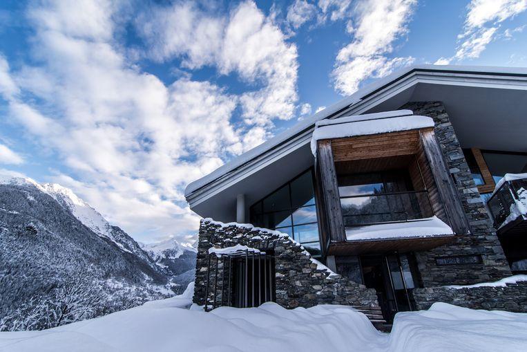 De Mineral Lodge, het hoogtepunt van luxe in Villaroger, wordt uitgebaat door burgemeester Alain Emprin. Beeld Sebastiaan Bedaux