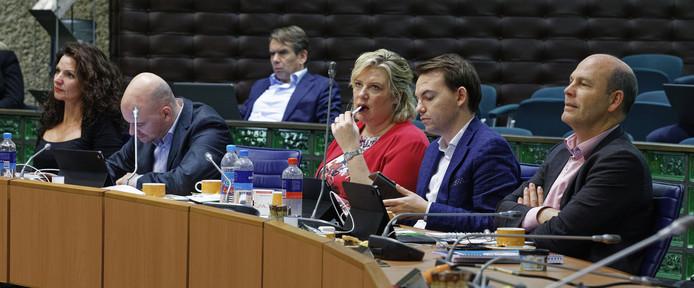 Een deel van de CDA-fractie tijdens het debat van vrijdag, met uiterst links Tanja van de Ven en derde van rechts fractievoorzitter Ankie de Hoon.