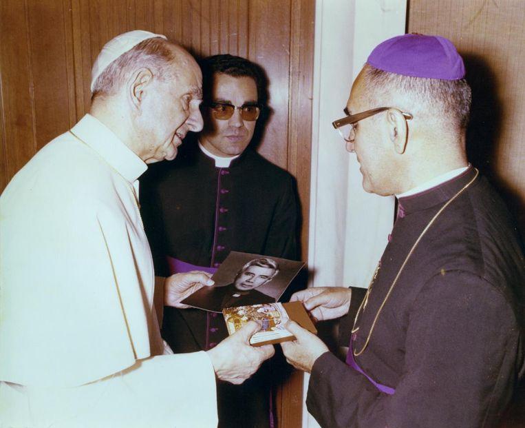 Paus Paulus VI en aartsbisschop Romero troffen elkaar in juni 1978 in het Vaticaan. Beeld