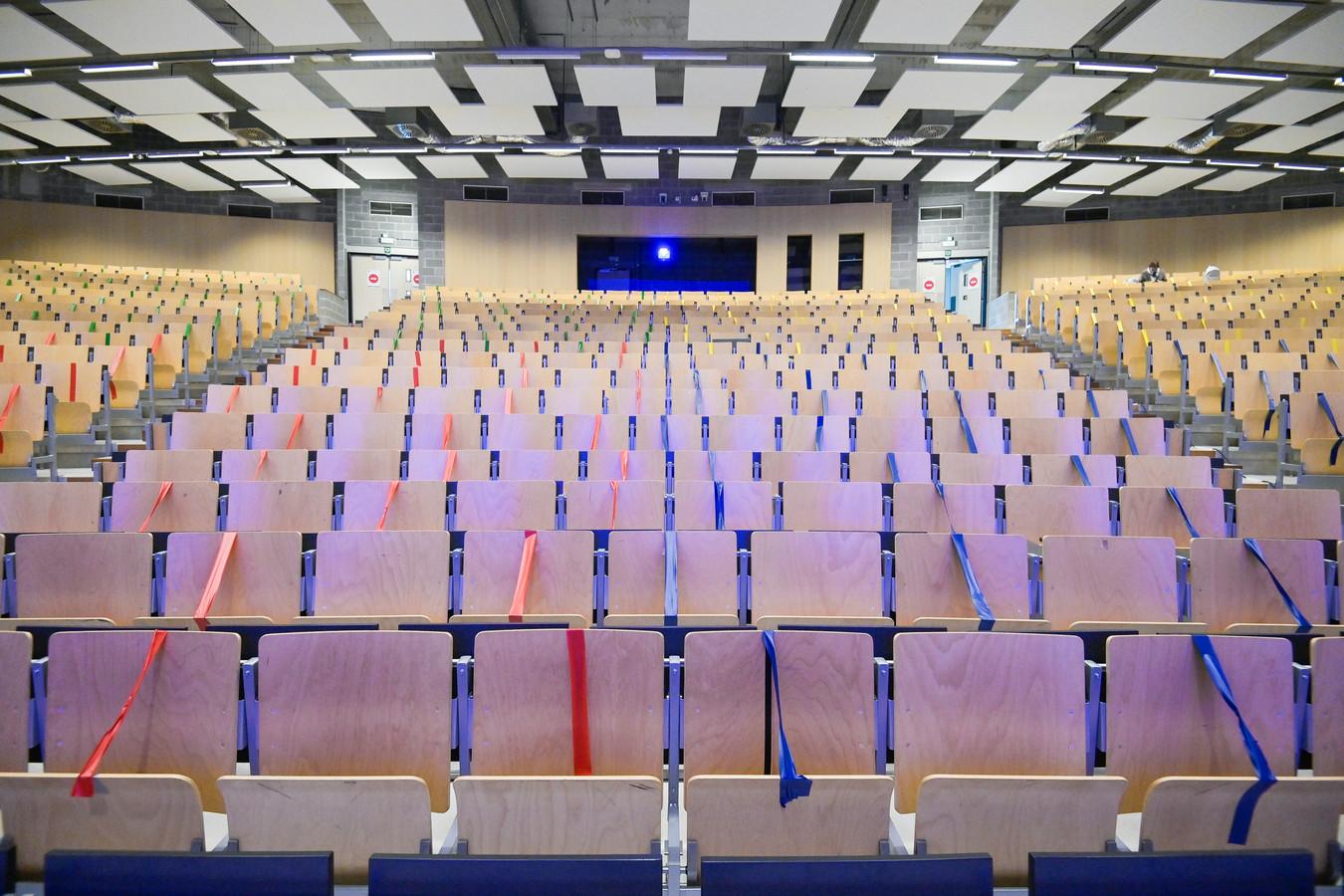 Un auditoire vide l'ULB, dans l'attente du retour des étudiants