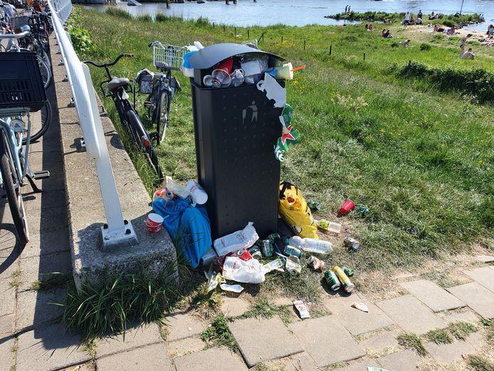 Afval is een hardnekkig probleem op de Kamper strandjes.