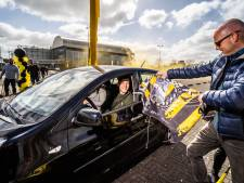 Niet alleen Arnhem kleurt geel-zwart; Robin gaat zijn collega's in Bemmel een beetje plagen