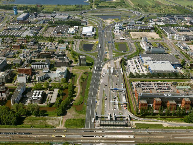 De A9 Gaasperdammerweg tussen knooppunt Holendrecht en knooppunt Diemen is dit weekend afgesloten vanwege een update van het tunnelsysteem. Beeld Hollandse Hoogte/Your Captain Luchtfotografie