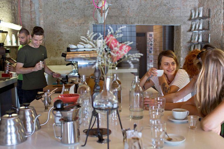 Een koffiebar in de wijk Dorcol. Beeld Hollandse Hoogte / Redux Pictures