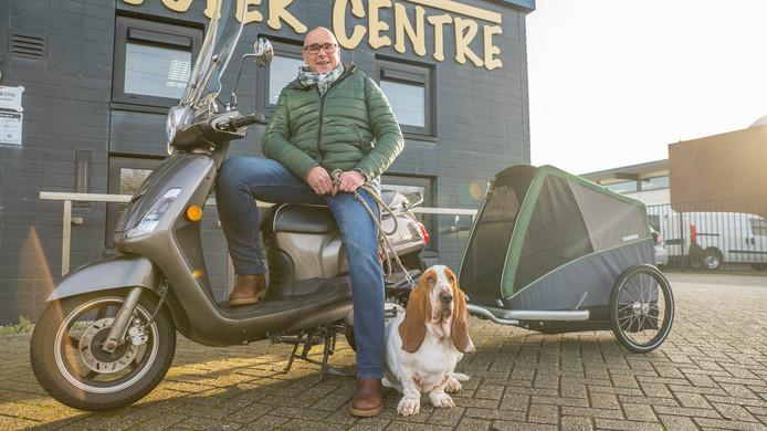 Peter de Zeeuw is doodziek. Hij is onlangs met een levensverlengende kuur begonnen. Volgend jaar rijdt hij per scooter met zijn hond Peer achter in een wagentje naar zijn zus in Zuid-Frankrijk.