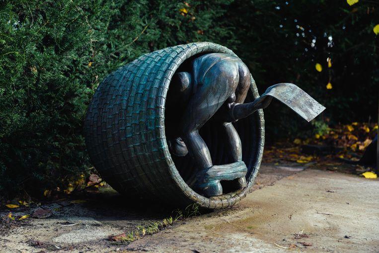 Een deel van de beeldengroep 'De ezel op school' van Tom Frantzen. Beeld Damon De Backer