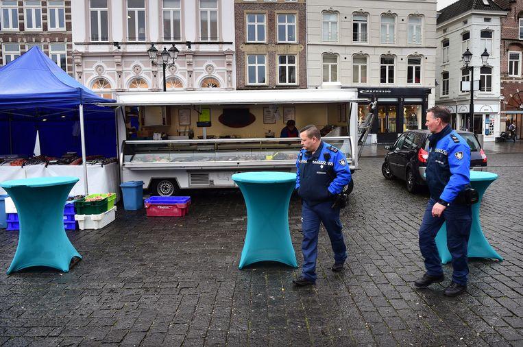Een lege markt in Den Bosch.  Beeld Marcel van den Bergh
