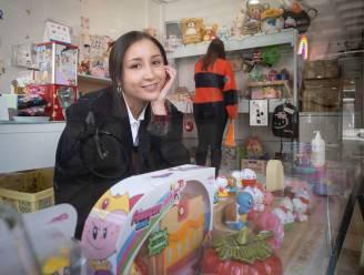 """Chrostin opent schattig winkeltje op Leermarkt: """"Mijn boeken zijn nieuw, de rest redde ik van de schroothoop"""""""