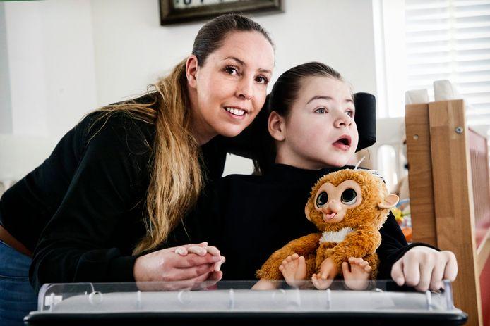 Moeder Mariska en haar dochter Destiny.