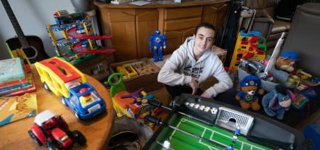 Maurice zamelt speelgoed in voor buurkinderen die alles kwijt raakten door brand in Arnhem