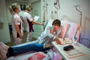 Patiënt Nelleke Schot schrok vorig jaar toen ze hoorde dat haar immunotherapie werd stopgezet. De behandelingen tegen de uitgezaaide borstkanker blijven nu, tijdens de derde coronagolf, wél doorgaan.