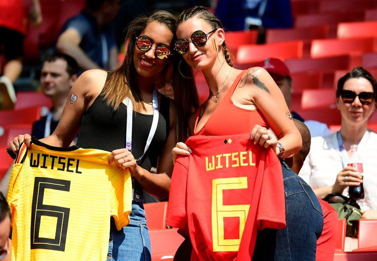 De vrouw en de zus van Rode Duivel Witsel in het Spartak stadion. Beeld Photo News