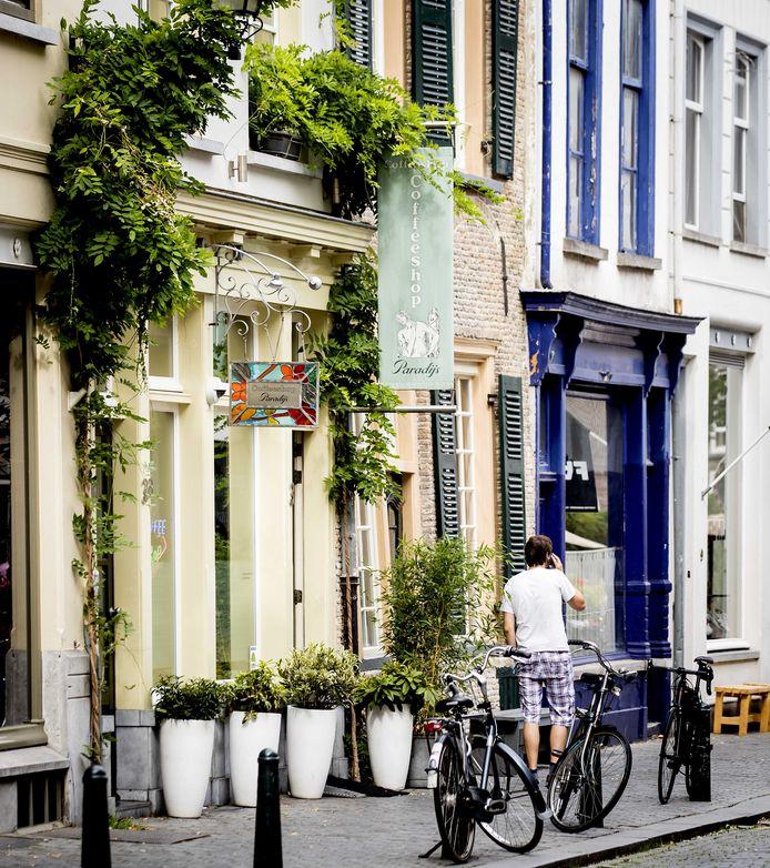 BREDA - Exterieur van Coffeeshop Het Paradijs. Breda is een van de tien gemeenten die meedoen aan het experiment met staatswiet.